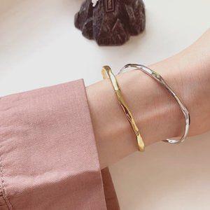 925 Sterling Silver Minimalist Thin Wavy Bangle Bracelet (Silver or Gold)